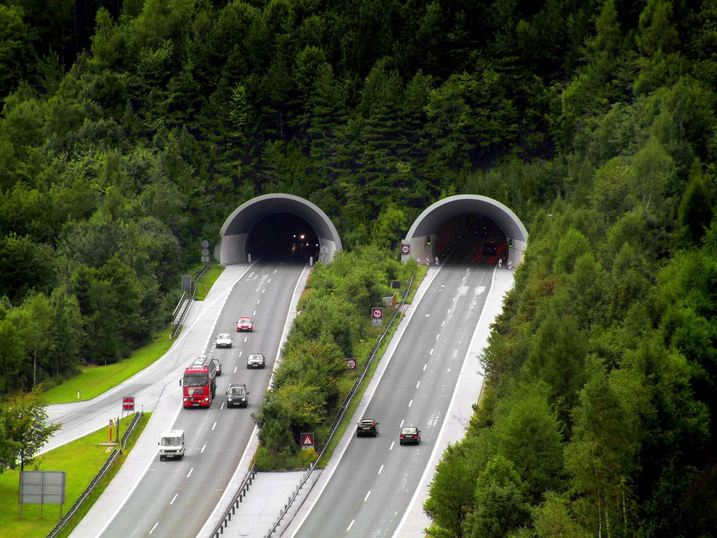 Straßentunnel